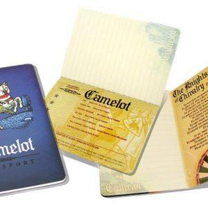 Camelot Passport cuaderno abierto por varias páginas
