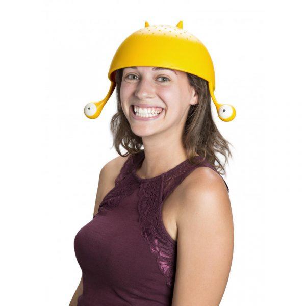 colador spaghetti monster sugerencia de presentación alternativa: como gorro para la cabeza