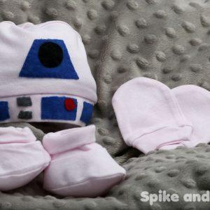 pack recién nacido: patucos, manoplas, gorrito R2D2 rosa claro