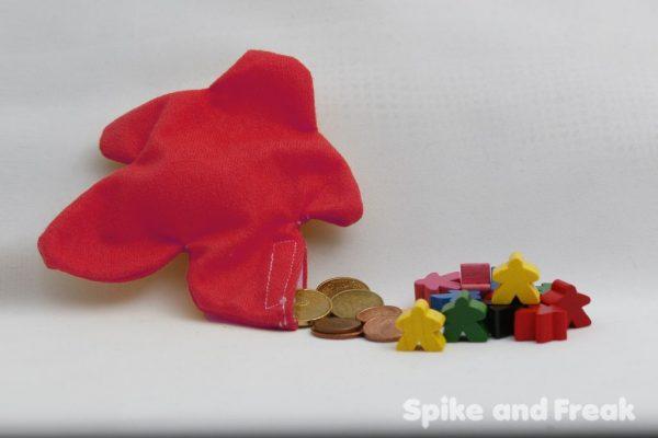 saco monedero meeple rojo sugerencia de presentación: con monedas y meeples de madera.