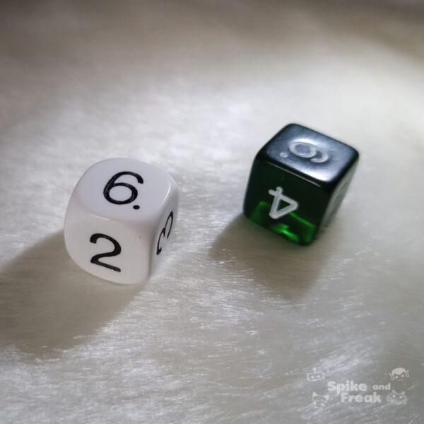 Dados básicos verde y blanco D6 caras con números