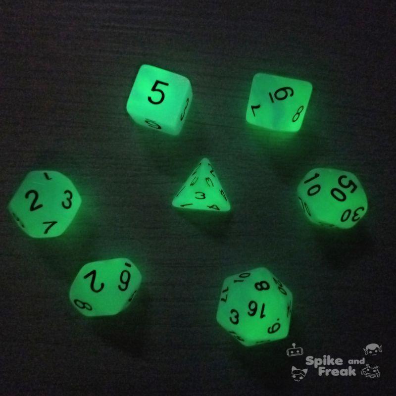 Set dados RPG Glow in the dark con luz apagada