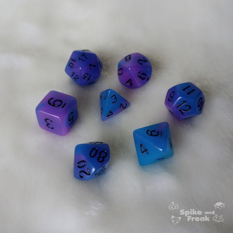 Set dados RPG Glow in the dark azules-morados