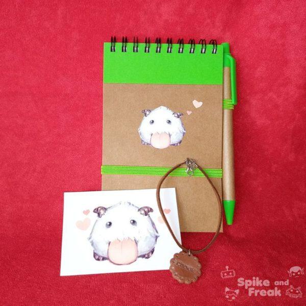 cuaderno, pegatina y pulsera poro
